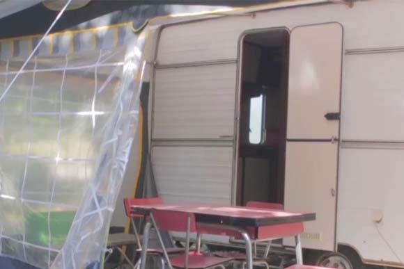 location caravane vintage dans la drome en camping au bord de rivi re. Black Bedroom Furniture Sets. Home Design Ideas
